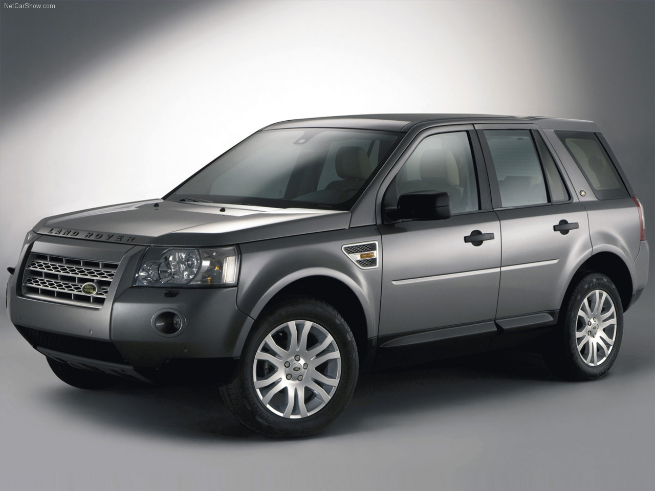 land rover wallpapers download free 2007 land rover freelander 2 7 wallpapers photos. Black Bedroom Furniture Sets. Home Design Ideas